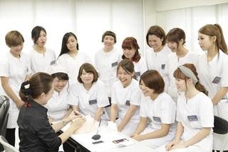 国際文化理容美容専門学校国分寺校 ネイルの授業