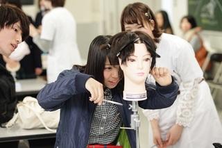 国際文化理容美容専門学校 春の体験入学会 カット体験